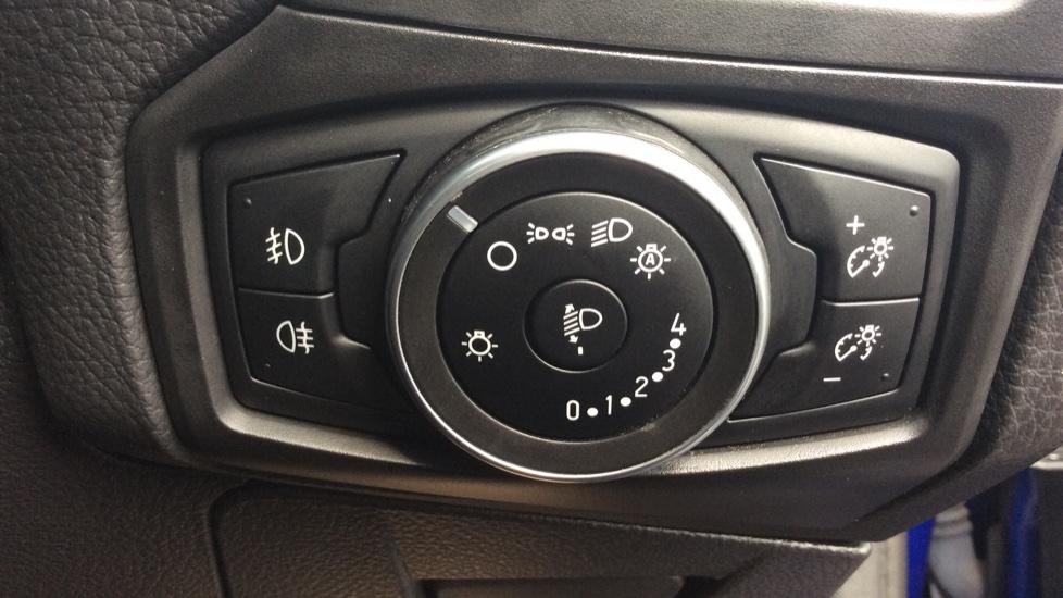 Ford Focus 1.5 TDCi 120 Titanium 5dr image 14