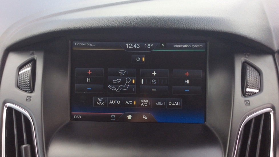 Ford Focus 1.5 TDCi 120 Titanium 5dr image 20