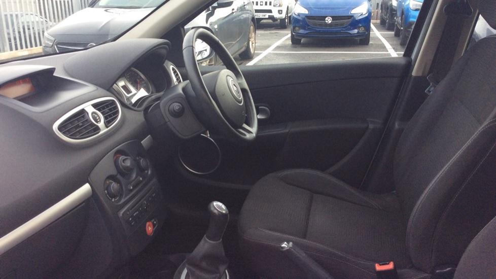 Renault Clio 1.2 16V Dynamique 5dr image 3