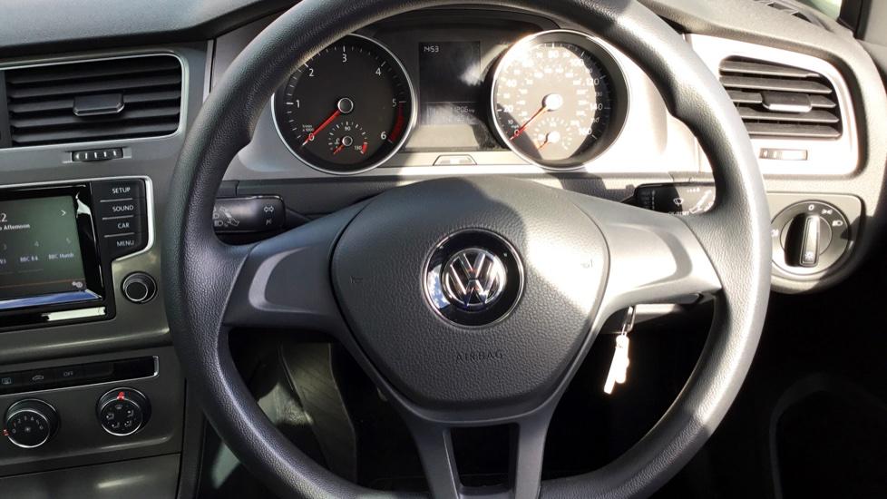 Volkswagen Golf 1.6 TDI 105 S 5dr image 10