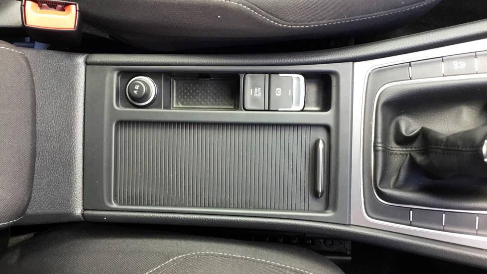 Volkswagen Golf 1.6 TDI 105 S 5dr image 20