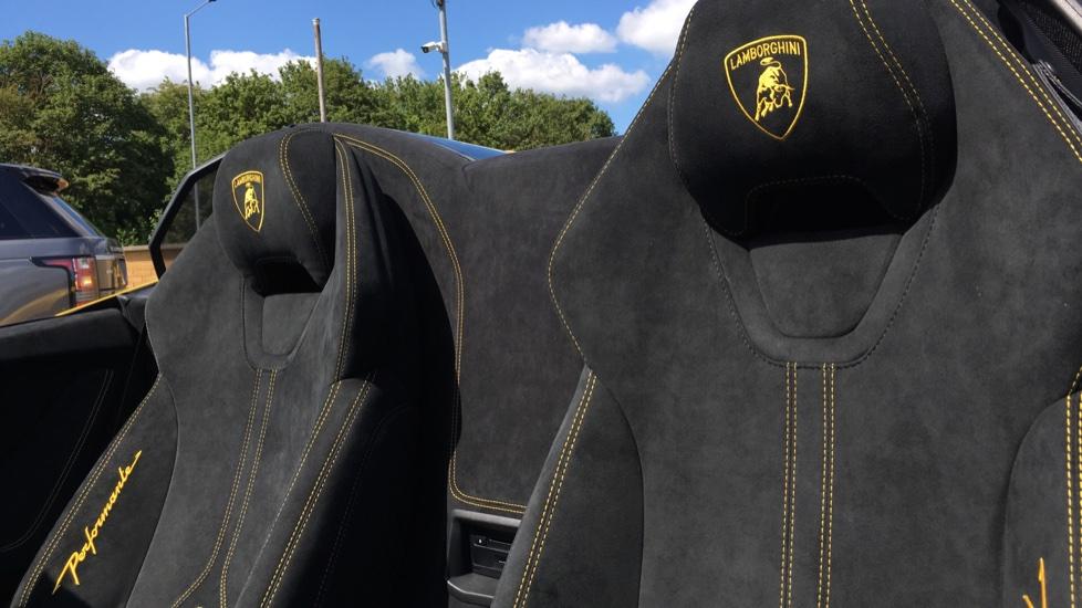 Lamborghini Huracan Performante Spyder LP 640-4  image 6