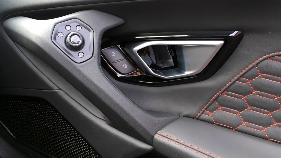 Lamborghini Huracan LP610-4 Spyder image 27