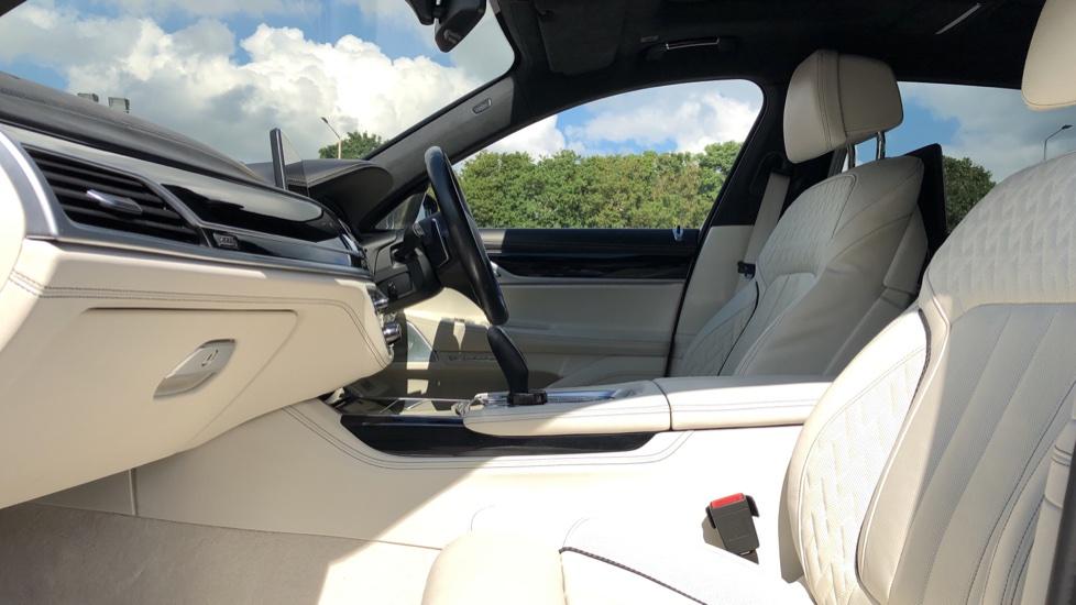 BMW 7 Series M760Li xDrive V12 image 3