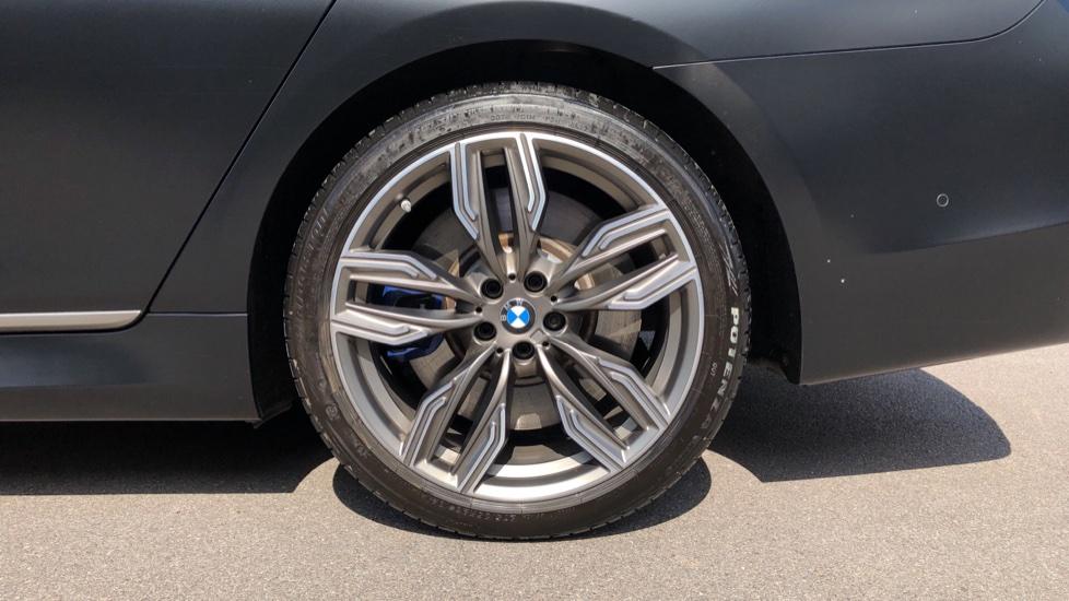 BMW 7 Series M760Li xDrive V12 image 8