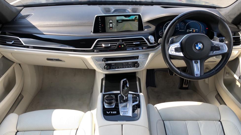 BMW 7 Series M760Li xDrive V12 image 9