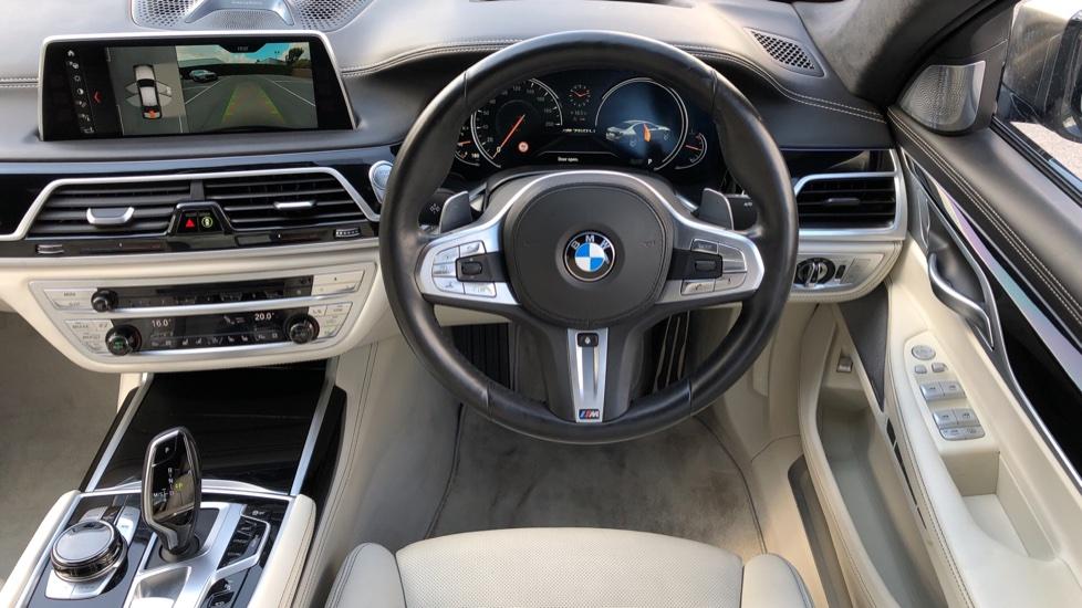 BMW 7 Series M760Li xDrive V12 image 10