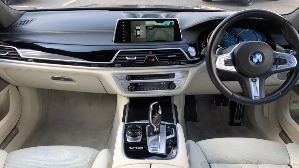 BMW 7 Series M760Li xDrive V12 image 11