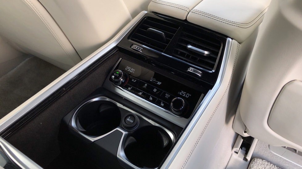BMW 7 Series M760Li xDrive V12 image 12