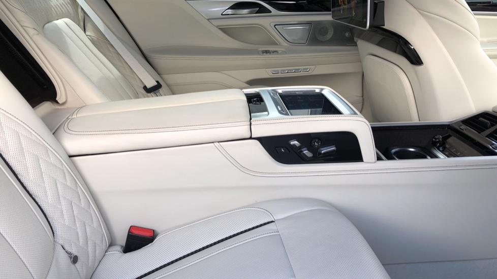 BMW 7 Series M760Li xDrive V12 image 17