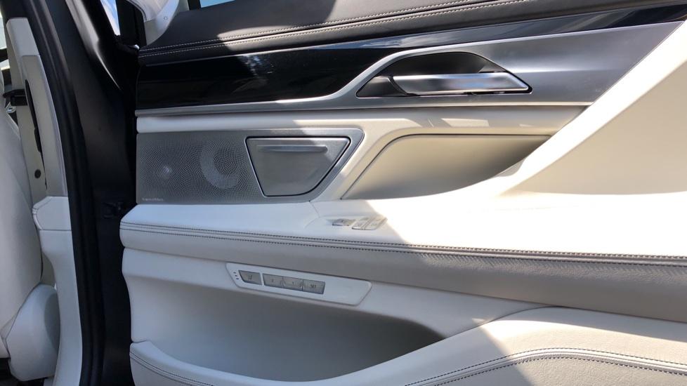 BMW 7 Series M760Li xDrive V12 image 19