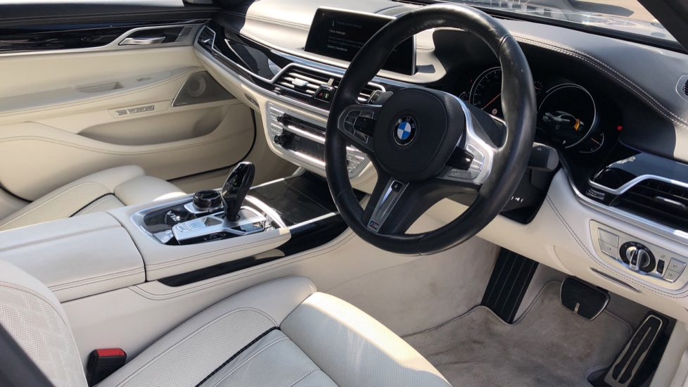 BMW 7 Series M760Li xDrive V12 image 21
