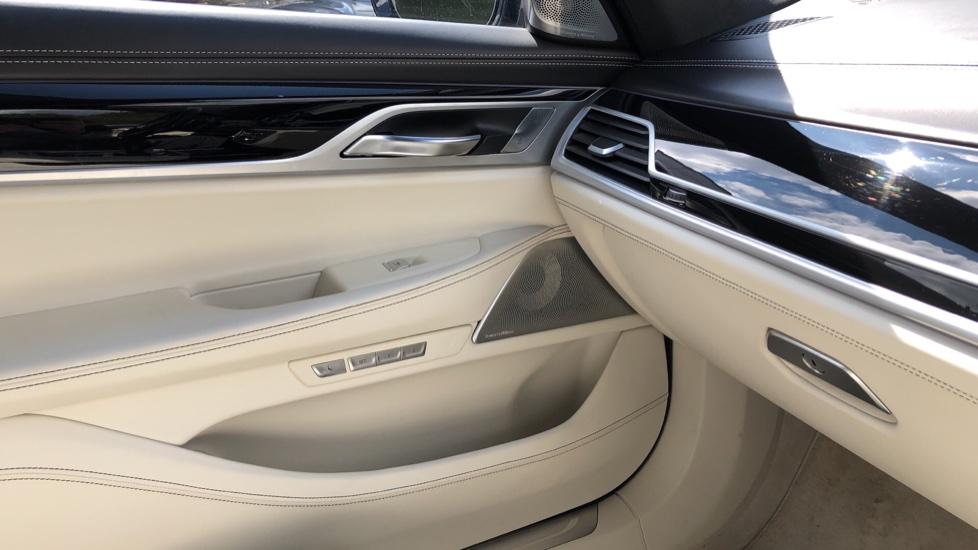 BMW 7 Series M760Li xDrive V12 image 32