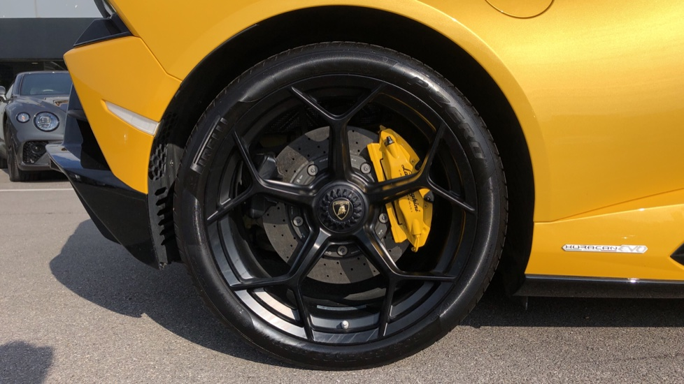 Lamborghini Huracan EVO Spyder LP 640-4 image 8