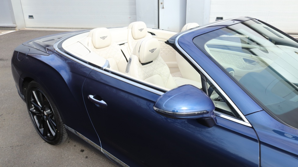 Bentley Continental GTC 6.0 W12 2dr image 29