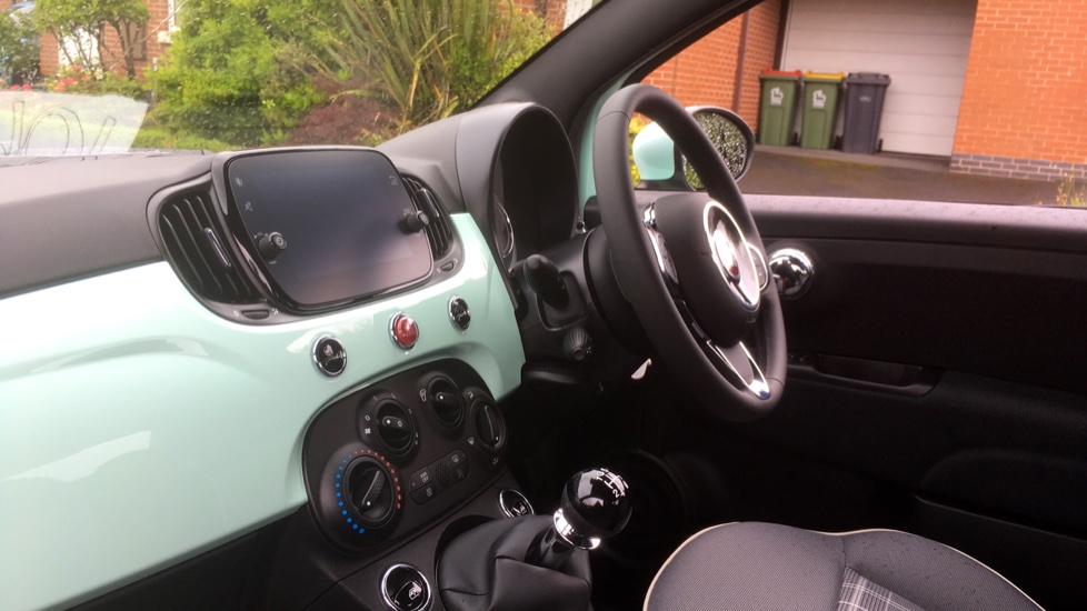 Fiat 500 1.2 Lounge - DELIVERY MILEAGE AND SUBSTANTIAL SAVING image 3