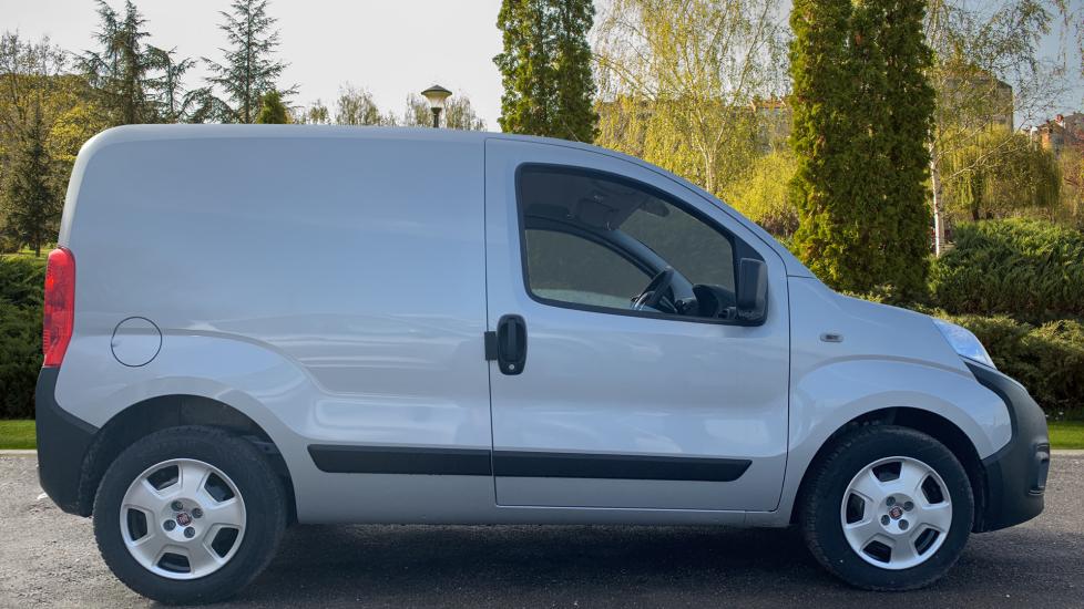 Fiat Fiorino TECNICO 1.3 80BHP SAT NAV AIRCON  BLUETOOTH  REV SENSORS MY20 STOCK VAN  image 5