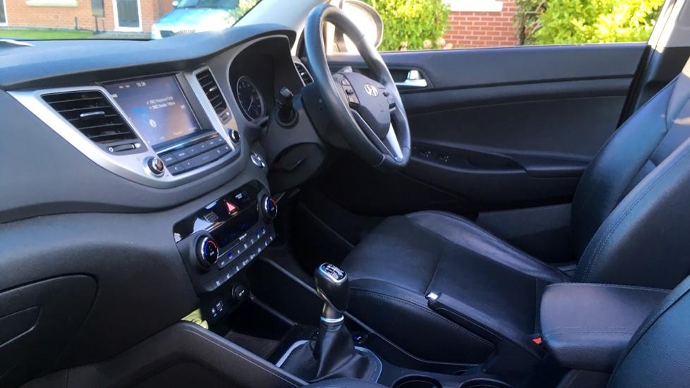 Hyundai Tucson 2.0 CRDi 185 Premium SE Electric Sunroof, Leather, SAT NAV, FREE SERVICE image 3