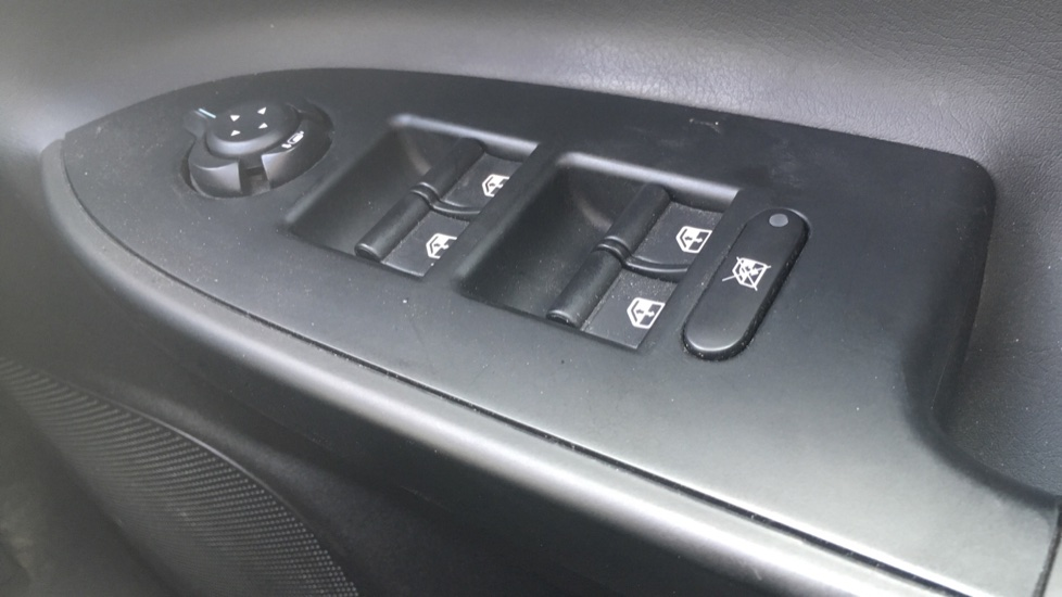Alfa Romeo Giulietta 1.6 JTDM-2 120 Tecnica TCT - Rear Privacy Glass, Cruise, Climate, Bluetooth image 10