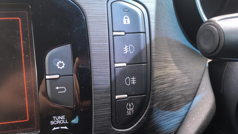 Alfa Romeo Giulietta 1.6 JTDM-2 120 Tecnica TCT - Rear Privacy Glass, Cruise, Climate, Bluetooth image 14