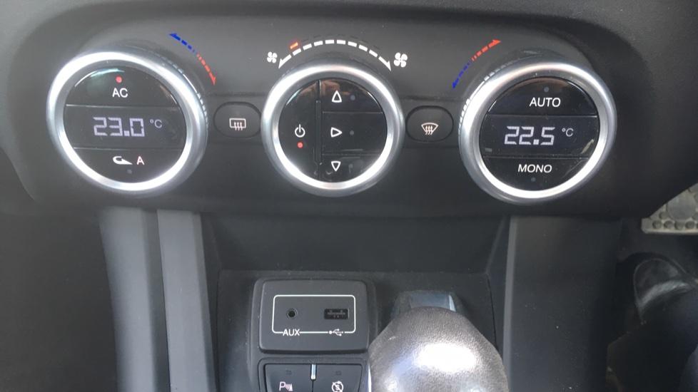 Alfa Romeo Giulietta 1.6 JTDM-2 120 Tecnica TCT - Rear Privacy Glass, Cruise, Climate, Bluetooth image 17