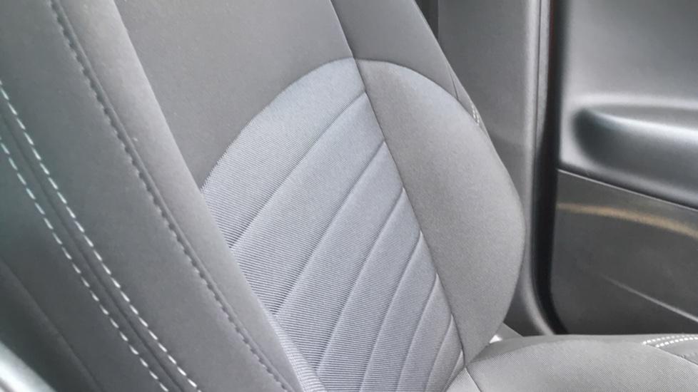 Alfa Romeo Giulietta 1.6 JTDM-2 120 Tecnica TCT - Rear Privacy Glass, Cruise, Climate, Bluetooth image 22
