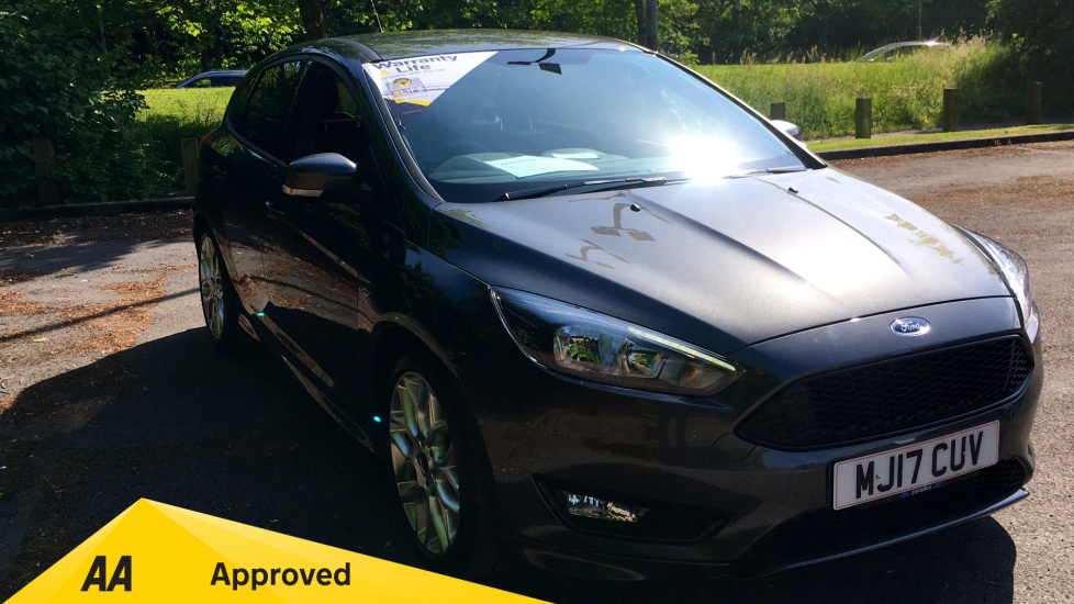 Ford Focus 1.0 EcoBoost 125 ST-Line with over £1000 worth of Factory Extras 5 door Hatchback (2017) image