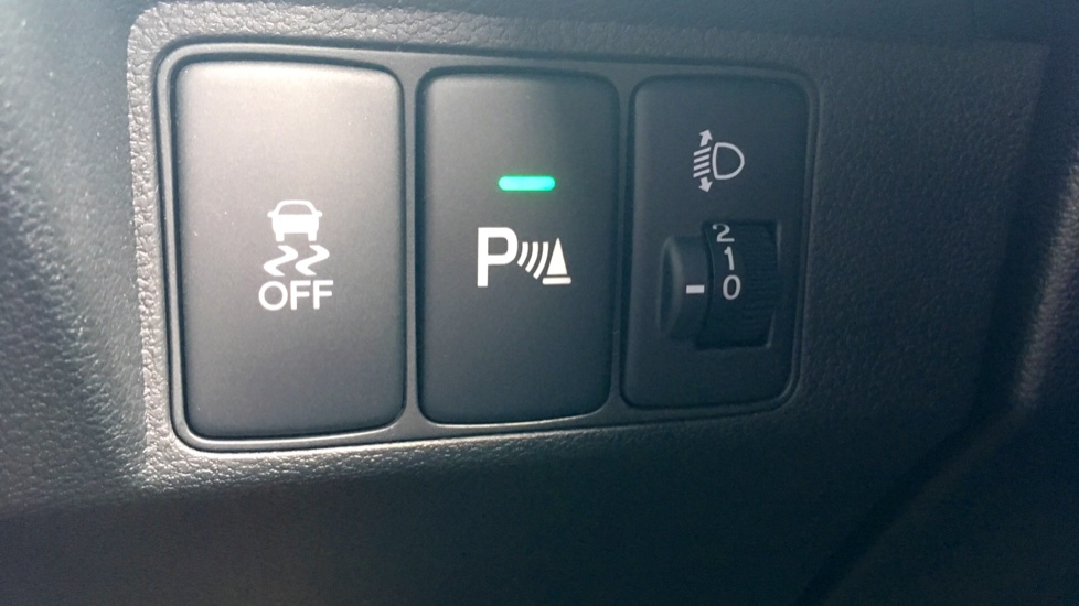 Honda Civic 1.4 i-VTEC Sport 5dr - Cruise Control, Bluetooth, Rear Park Assist, Privacy Glass image 23