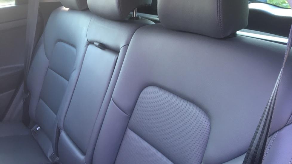 Hyundai Tucson 1.7 CRDi Blue Drive Premium SE 5dr 2WD DCT - SAT NAV, Electric Sunroof, Bluetooth image 4
