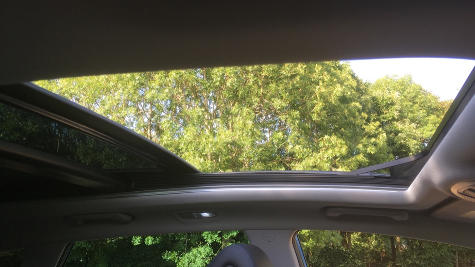 Hyundai Tucson 1.7 CRDi Blue Drive Premium SE 5dr 2WD DCT - SAT NAV, Electric Sunroof, Bluetooth image 9