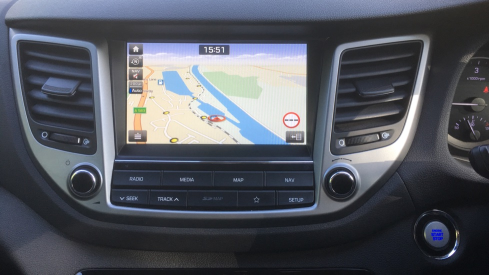 Hyundai Tucson 1.7 CRDi Blue Drive Premium SE 5dr 2WD DCT - SAT NAV, Electric Sunroof, Bluetooth image 17
