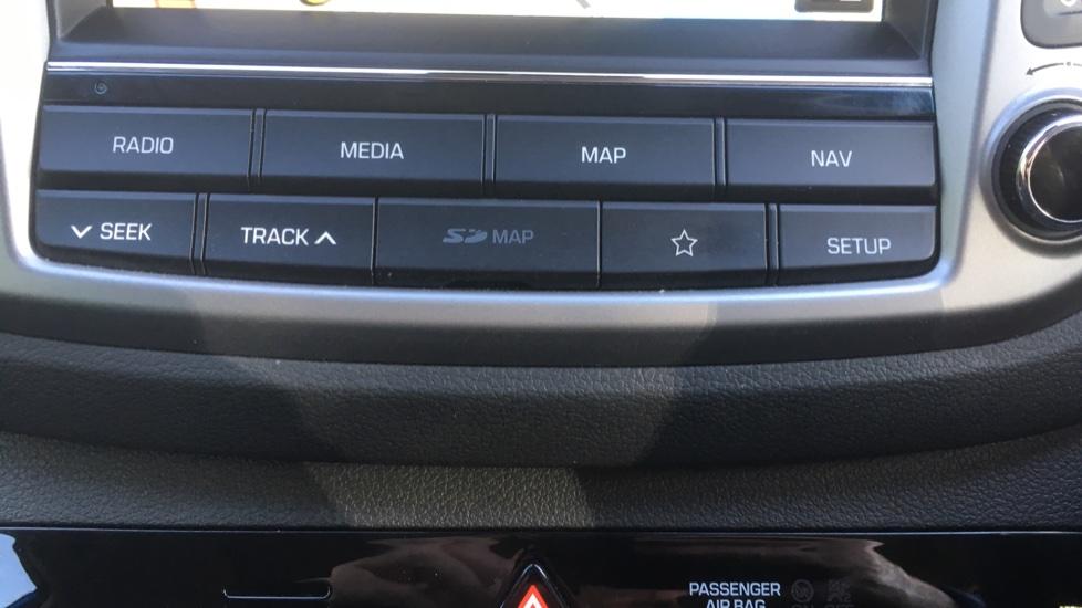 Hyundai Tucson 1.7 CRDi Blue Drive Premium SE 5dr 2WD DCT - SAT NAV, Electric Sunroof, Bluetooth image 18