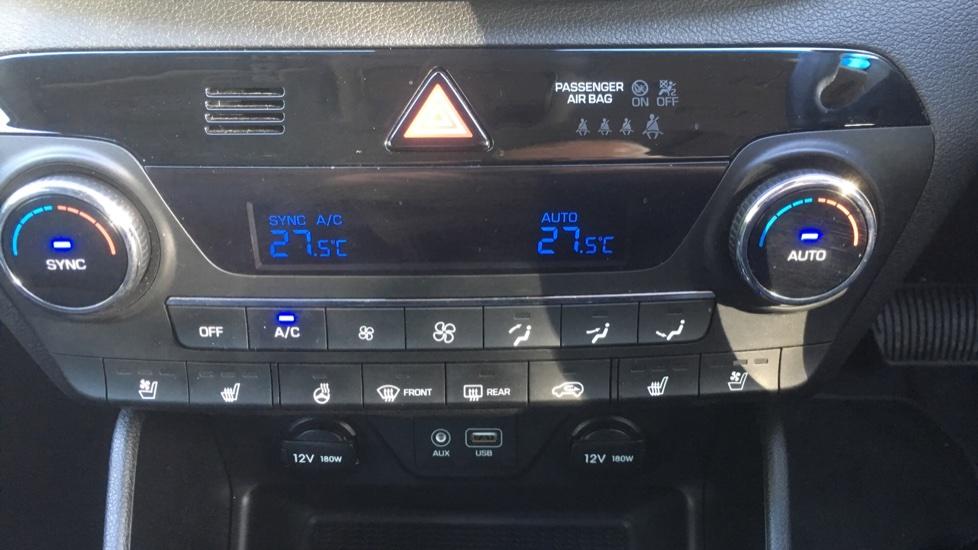 Hyundai Tucson 1.7 CRDi Blue Drive Premium SE 5dr 2WD DCT - SAT NAV, Electric Sunroof, Bluetooth image 19