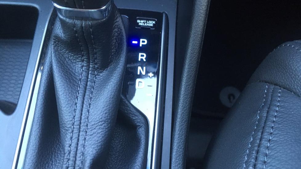Hyundai Tucson 1.7 CRDi Blue Drive Premium SE 5dr 2WD DCT - SAT NAV, Electric Sunroof, Bluetooth image 22