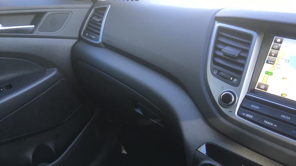Hyundai Tucson 1.7 CRDi Blue Drive Premium SE 5dr 2WD DCT - SAT NAV, Electric Sunroof, Bluetooth image 25