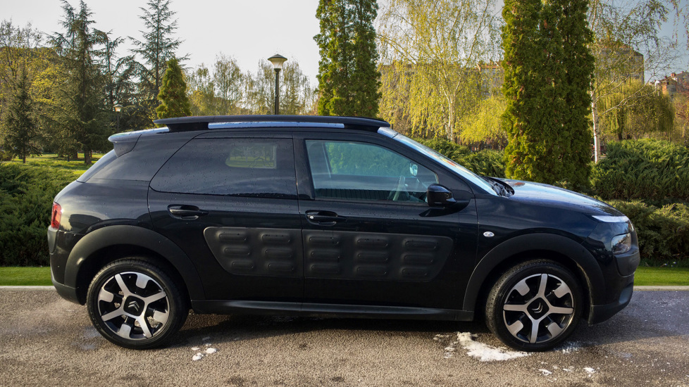 Citroen C4 Cactus 1.2 PureTech [110] Flair with Satellite Navigation, Cruise Control and Bluetooth image 4