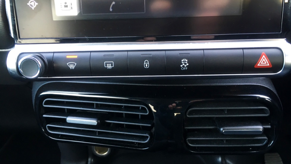Citroen C4 Cactus 1.2 PureTech [110] Flair with Satellite Navigation, Cruise Control and Bluetooth image 19