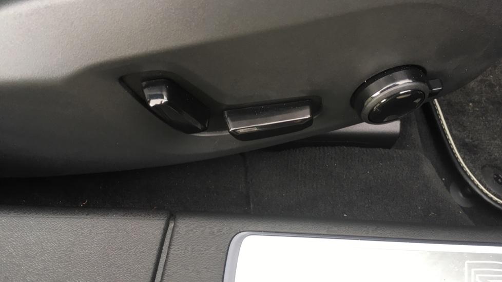 Volvo S90 2.0 D5 PowerPulse R DESIGN Pro AWD  - Driver Support, SAT NAV, DAB, BLIS image 9