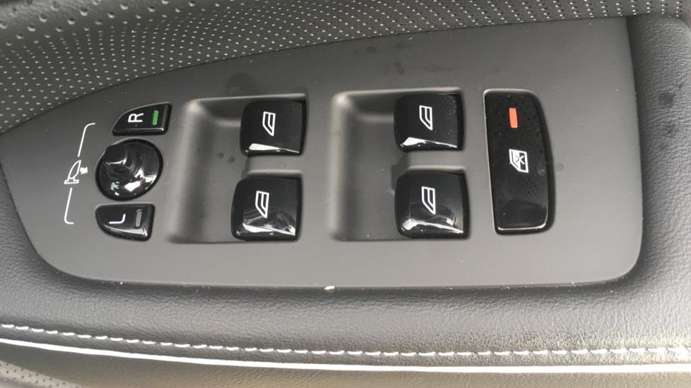 Volvo S90 2.0 D5 PowerPulse R DESIGN Pro AWD  - Driver Support, SAT NAV, DAB, BLIS image 11