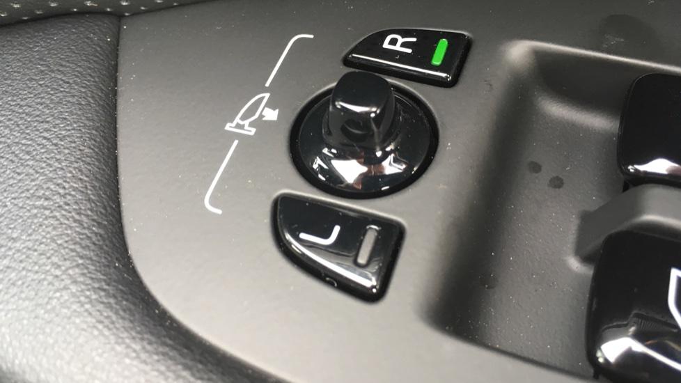 Volvo S90 2.0 D5 PowerPulse R DESIGN Pro AWD  - Driver Support, SAT NAV, DAB, BLIS image 13