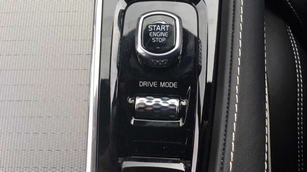 Volvo S90 2.0 D5 PowerPulse R DESIGN Pro AWD  - Driver Support, SAT NAV, DAB, BLIS image 25