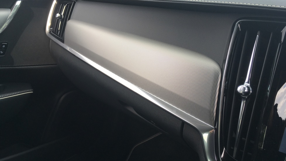 Volvo S90 2.0 D5 PowerPulse R DESIGN Pro AWD  - Driver Support, SAT NAV, DAB, BLIS image 27