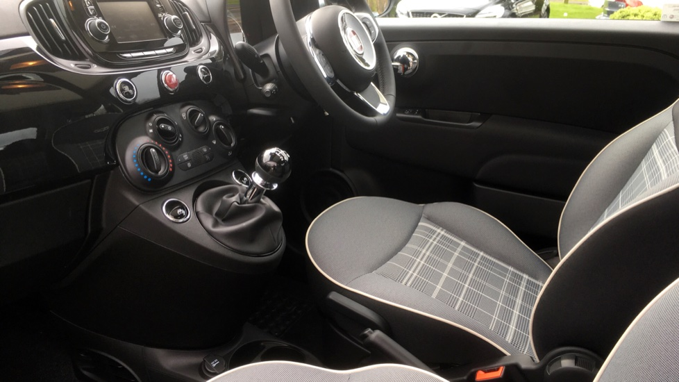 Fiat 500 1.2 Lounge with Rear park Assist, Active TFT Screen, USB Input image 3