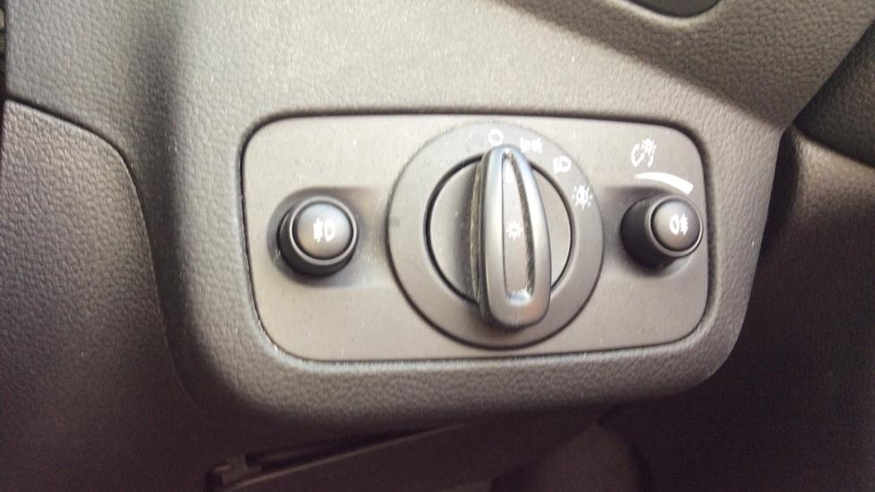 Ford C-MAX 1.5 TDCi Titanium X 5dr Powershift image 21