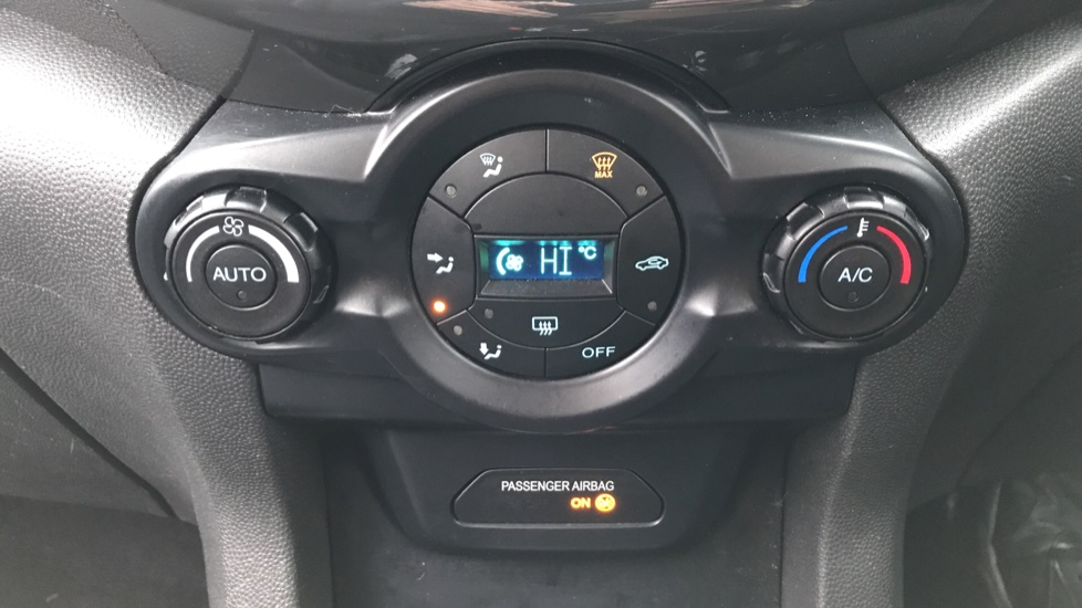 Ford EcoSport 1.5 Titanium 5dr Powershift [17in] image 16