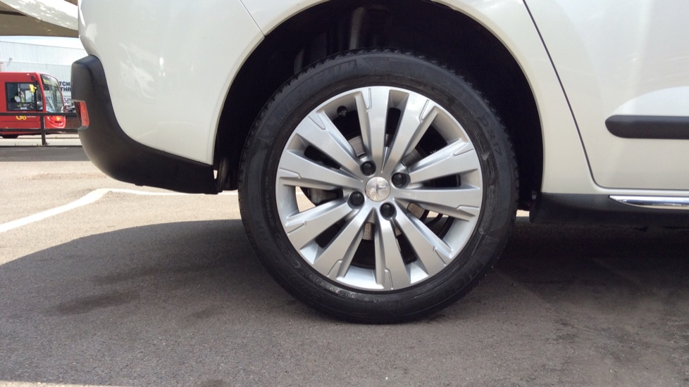 Peugeot 3008 1.6 HDi Active 5dr image 8