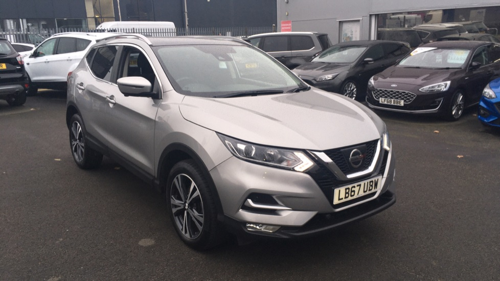 Nissan Qashqai 1.2 DiG-T N-Connecta 5dr Glass Roof Pack image 1