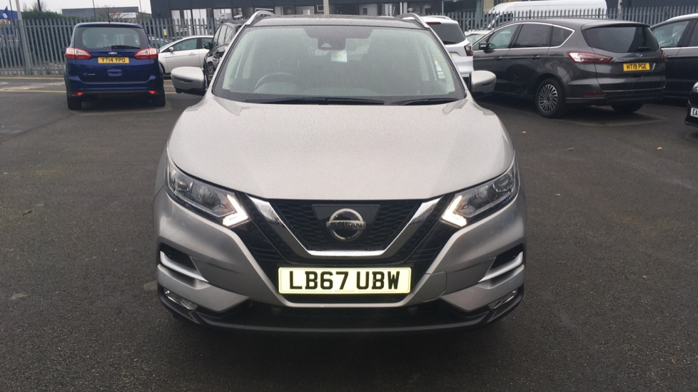 Nissan Qashqai 1.2 DiG-T N-Connecta 5dr Glass Roof Pack image 2
