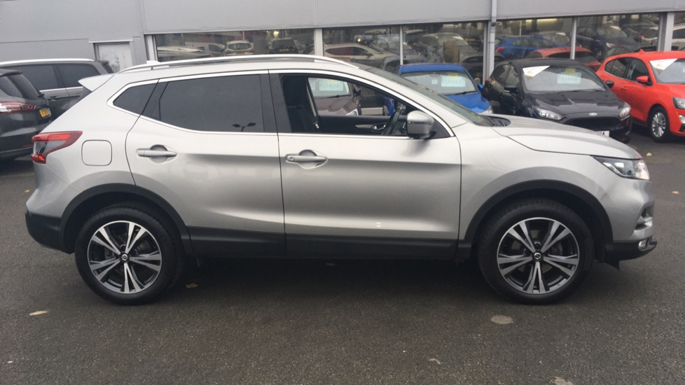 Nissan Qashqai 1.2 DiG-T N-Connecta 5dr Glass Roof Pack image 4