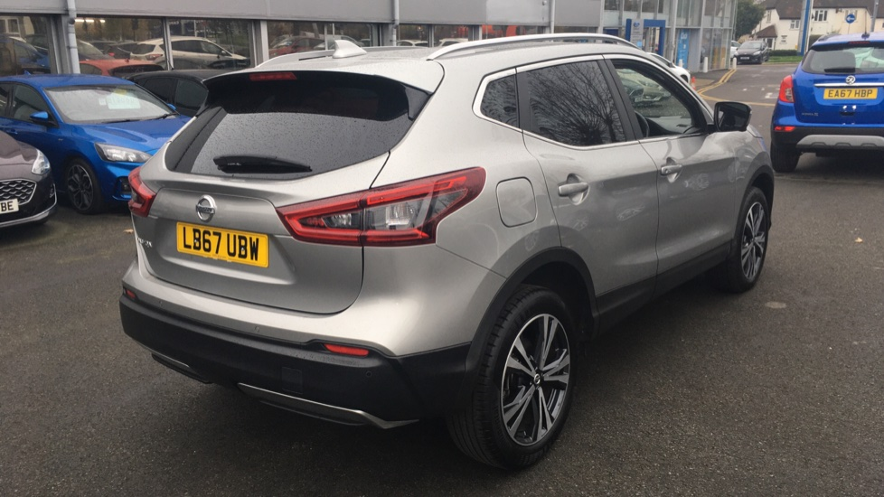 Nissan Qashqai 1.2 DiG-T N-Connecta 5dr Glass Roof Pack image 5